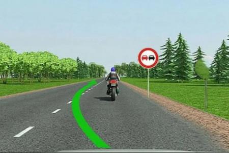 Обгон мотоцикла в зоне знака