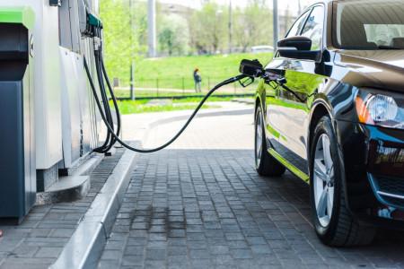 Можно ли слить остатки топлива из шланга бензоколонки после заправки на АЗС?