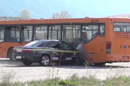 Opel Omega против автобуса: лютый краш-тест на скорости 208 км/ч