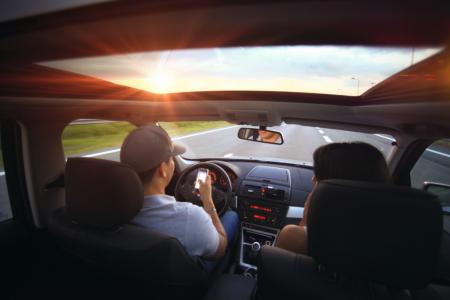 За рулем использую смартфон как навигатор