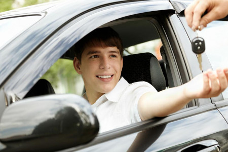 С 16 лет предложили выдавать водительские права в Узбекистане