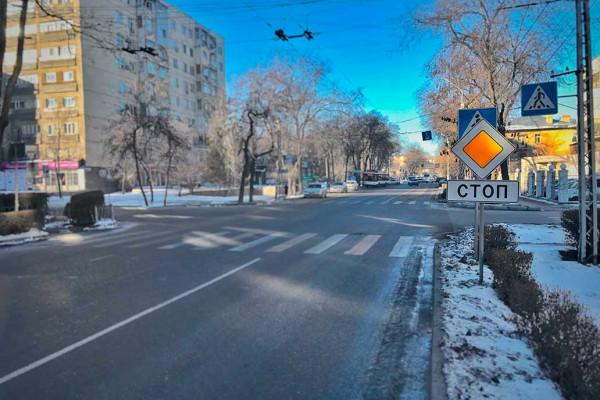 Что не так со знаками в Кыргызстане? (знак СТОП)