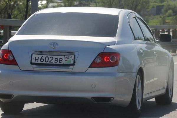 Почему машины с абхазскими номерами ставят на штрафстоянку