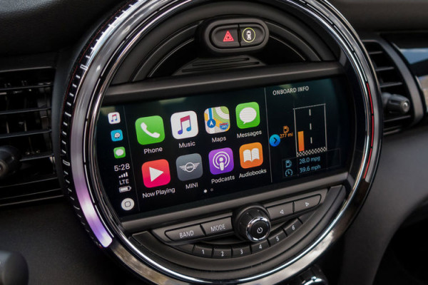 Android Auto и Apple Car оказались опаснее алкоголя за рулем